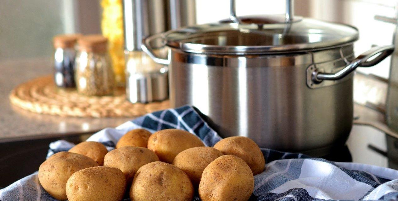 Gezonde koude aardappel salade