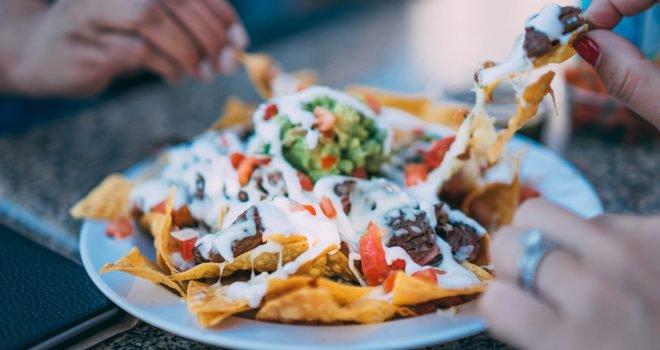 Gezonde Mexicaanse ovenschotel met nacho's en bonen