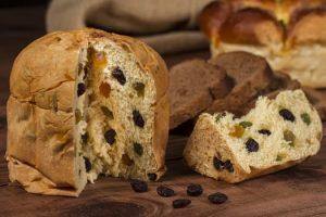 Kerstbrood met noten en rozijnen