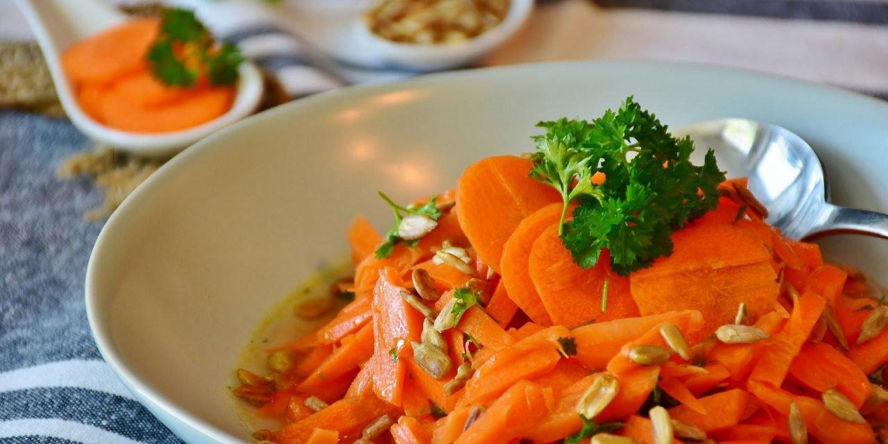 Wortelsalade | Lekker gekruide wortelsalade met rozijnen