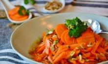 Wortelsalade   Lekker gekruide wortelsalade met rozijnen
